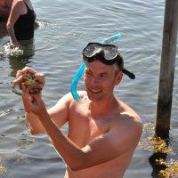Jakob med krabbe snorkeltur s. 12.3 (1200x797)
